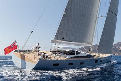 laira-sailing-stern